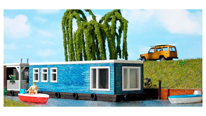 Maison flottante bleue #
