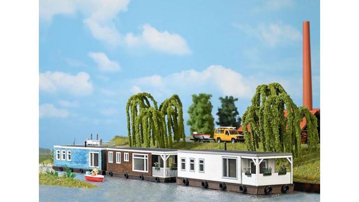 Maison flottante marron #