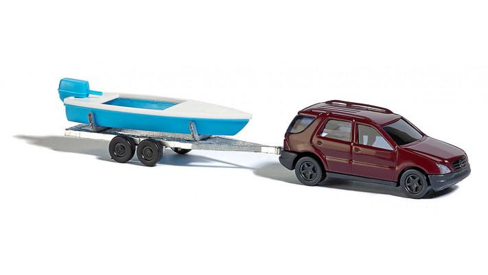 Mercedes-Benz classe M avec bateau Hors-bord #
