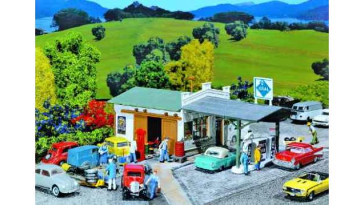 Poste à essence avec atelier de réparations