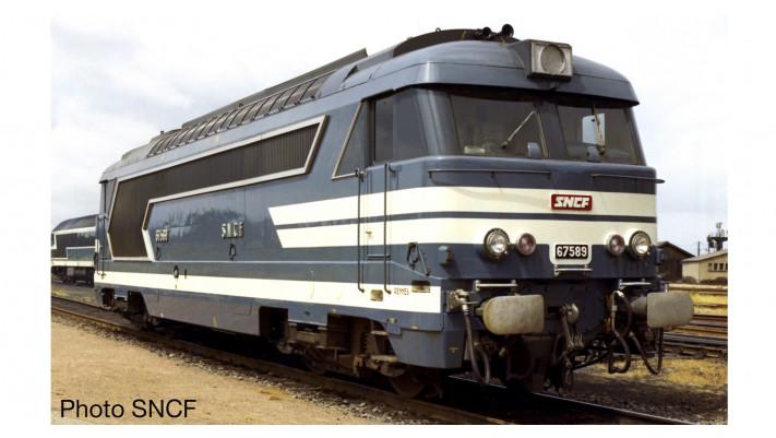 Locomotive Diesel BB 67400, livrée bleue à plaques, avec jupes, époque