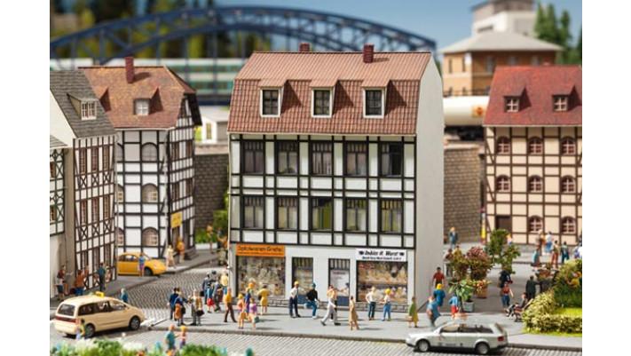 Maison av. magasin de jouets