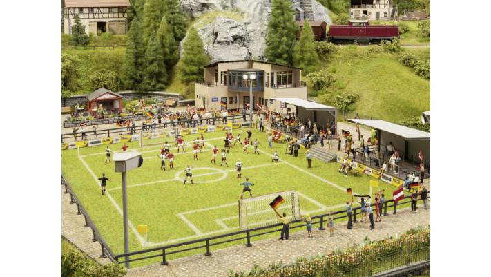 Terrain de football avec clubhouse