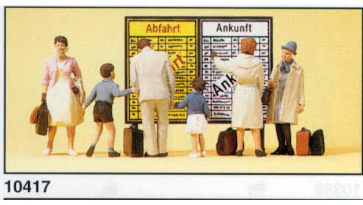 voyageurs devant affichage d'horaires