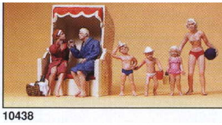 couple/mirador plage/ enfants jouants