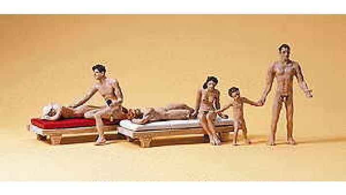 couples à la plage des nudistes