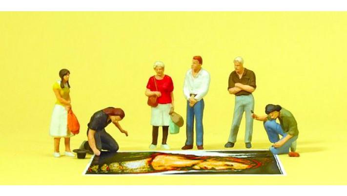 peintres de rue avec spectateurs