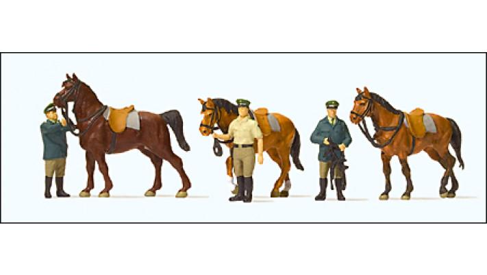 policiers allemands et leurs chevaux