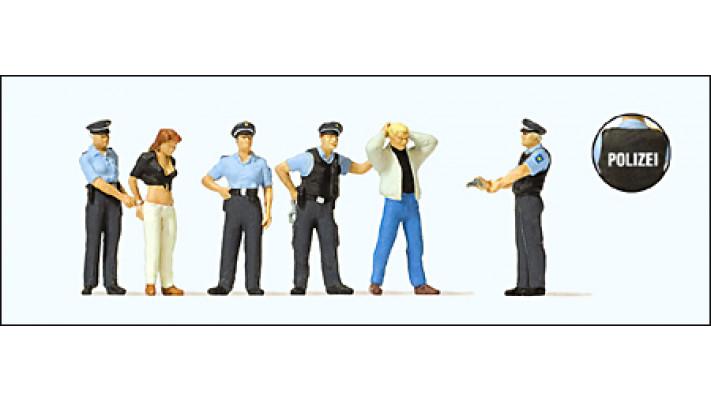 arrestation par trois policiers