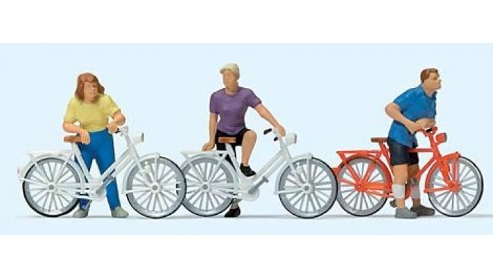 cyclistes attendant la course