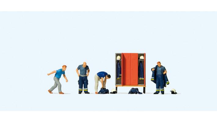 pompiers se préparant à sortir#