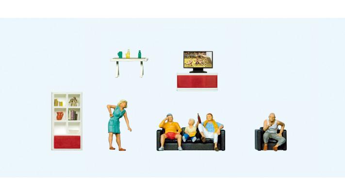 famille devant la télévision , mobilier de salon#