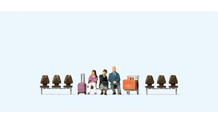 3 voyageurs , un chariot et 3 rangées de sièges#