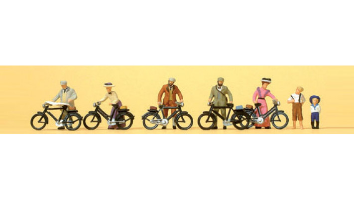 cyclistes debouts
