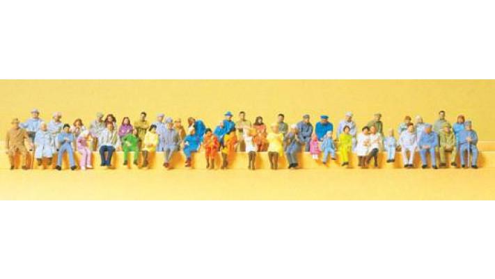 48 figurines