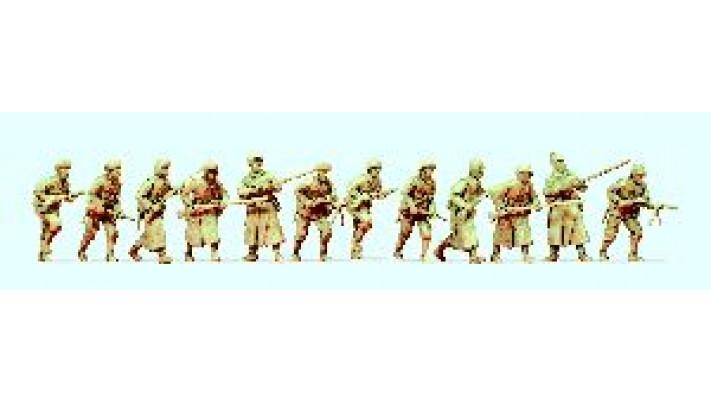 12 soldats
