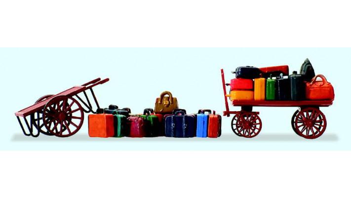 15 bagages en vrac et  2 chariots
