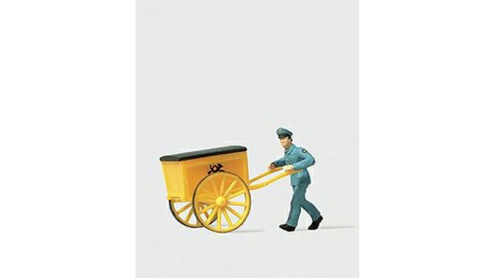 homme poussant une charrette