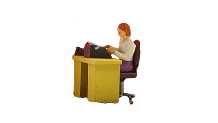 secretaire à son bureau