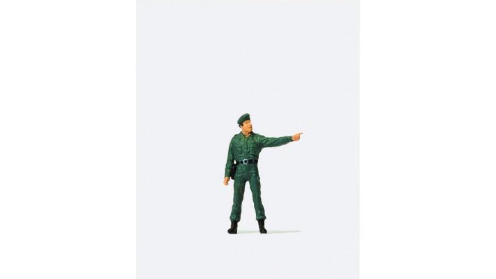 officier en uniforme