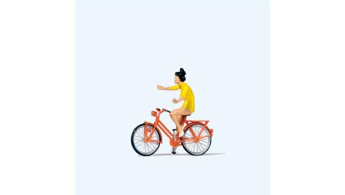 cycliste ne tenant pas le guidon#