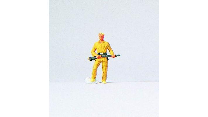 chasseur en habit jaune