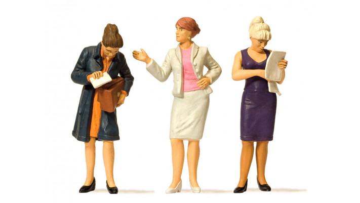 femmes d'affaires debouts