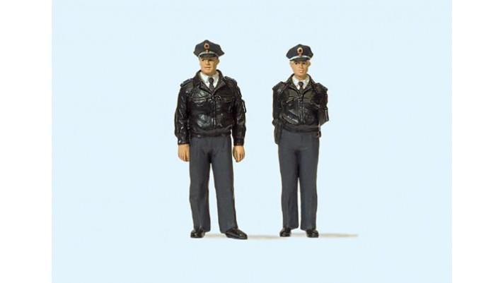 2 policiers debouts, uniforme bleu