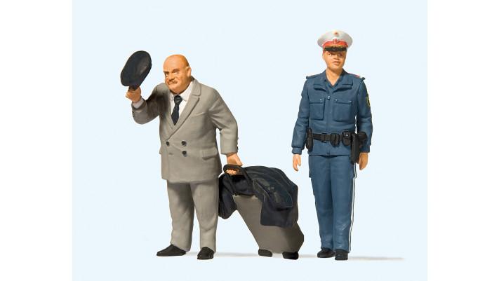 voyageur et officier de police féminin, autriche#