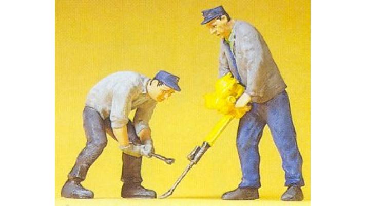 2 ouvriers de voie + outils speciaux