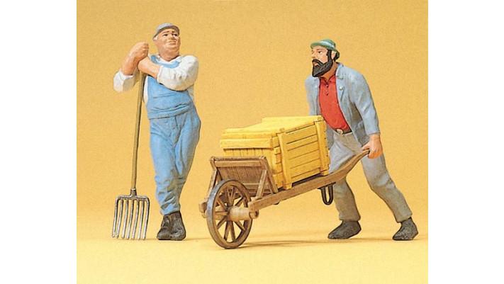 ouvriers avec brouette et pioche