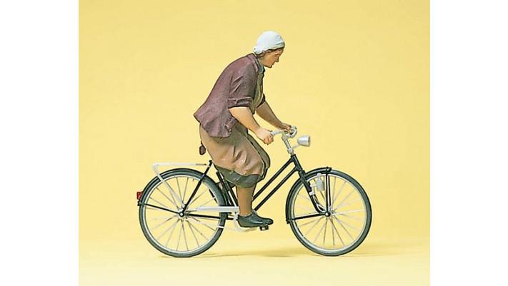 paysanne a bicyclette
