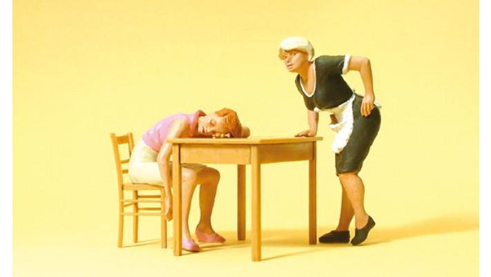 consommatrice endormie + serveuse