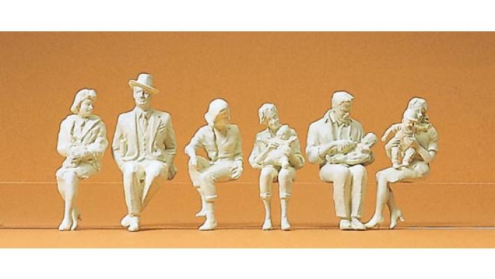 personnages assis non peints