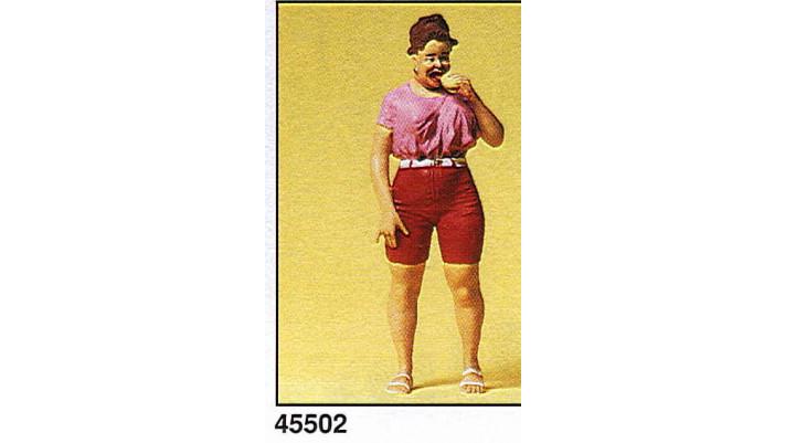 femme avec hot dog