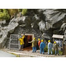 Entrée de galerie de mine pour le personnel
