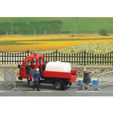 Scénette ''distribution d'eau'' par les pompiers'