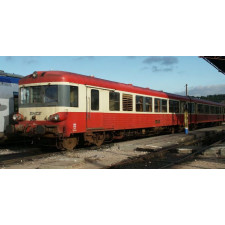 SNCF, EAD 2-unit railcar X 4500, red and cream livery