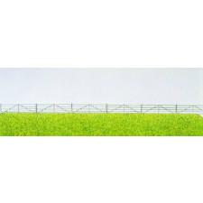 enclos avec barrières grises