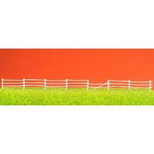 enclos avec barrières blanches