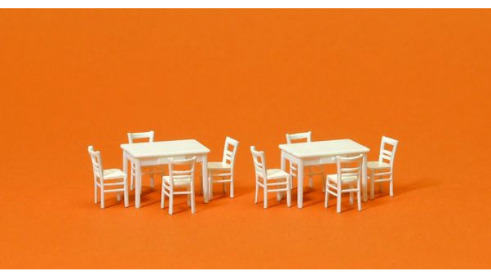 2 tables et 8 chaises blanches