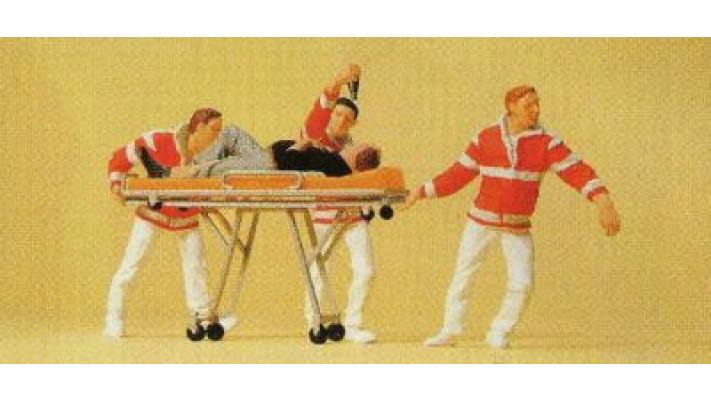 personnel paramédical avec patient sur brancard