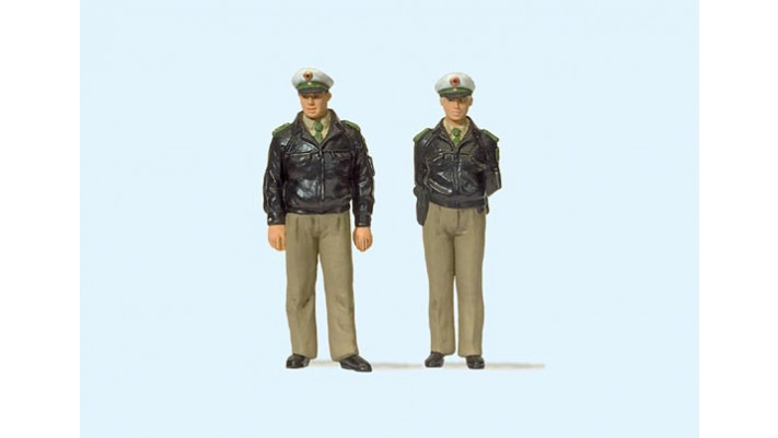 policiers debout